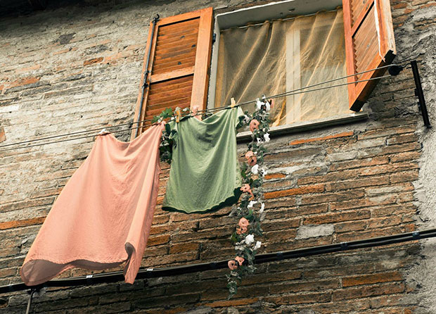 Clothesline with Garland -10 ways to enjoy cleaning Tips